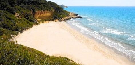 Cala Fonda es una de las playas vírgenes más icónicas del Mediterráneo