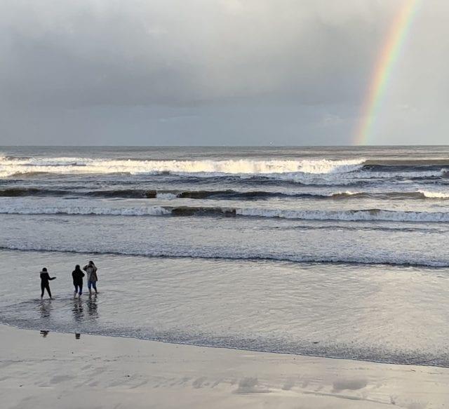 Arcoiris en la playa de Poniente de Gijón