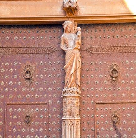 Puerta principal de la catedral de Tarragona