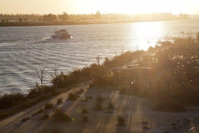El río Ebro parte el Delta en dos mitades.