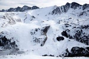 Vista panorámica de los picos de Grandvalira en Andorra