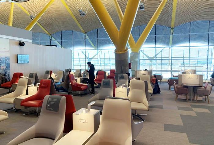 Detalle de la sala Vip Premium Lounge Dalí en la T4