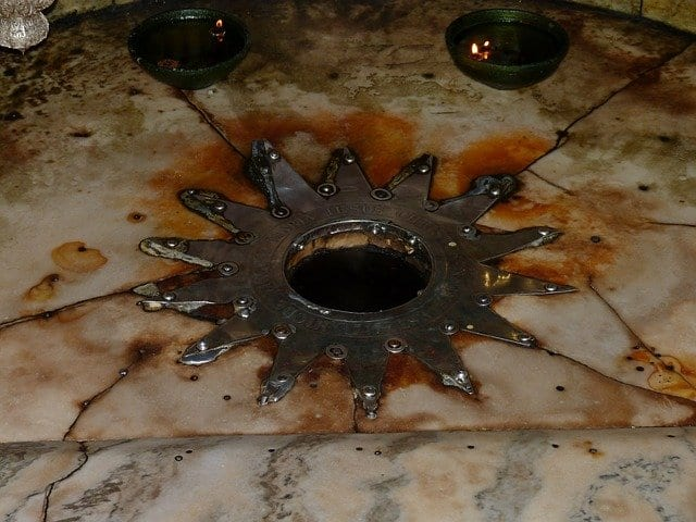 Estrella de catorce puntas en la basílica de la Natividad