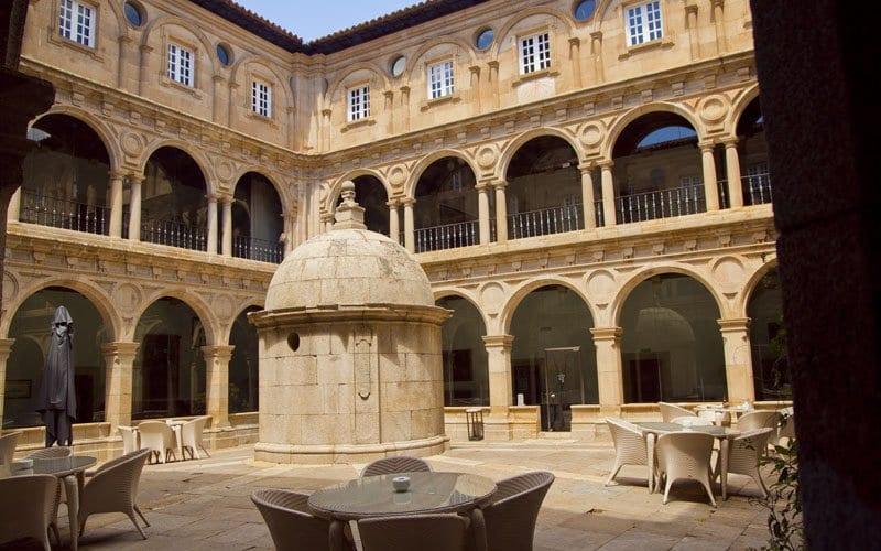Detalle del claustro del Parador de Monforte de Lemos