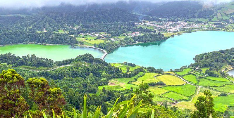 Lago azul y verde de Sete Ciudades en San Miguel de Azores